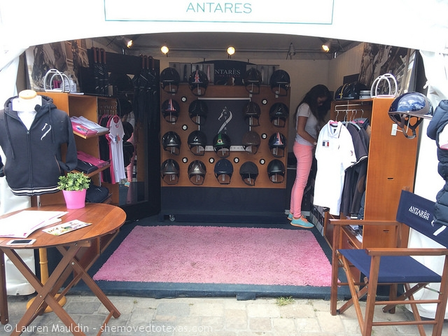 antares-clothing-booth